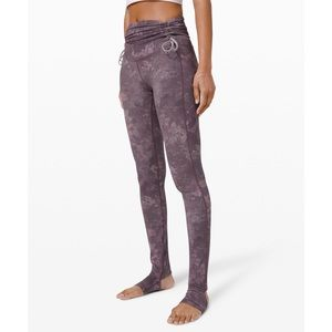"Lululemon Hug your Core SHR Tight 28"" R"